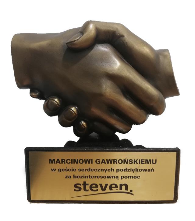 nagroda-rzeźba przedstawiająca dwie uściśnięte dłonie - odlewy